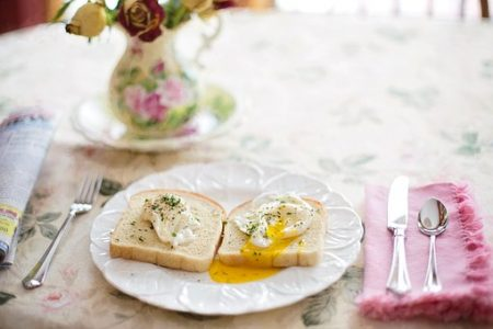 poached-eggs-on-toast-739401__340